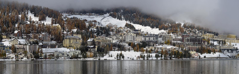 Miasto na jeziora St Moritz zdjęcia stock