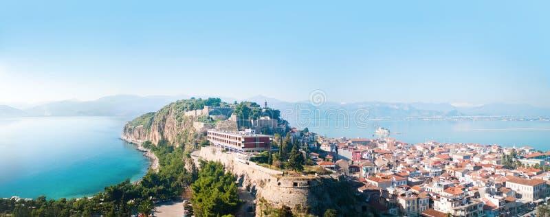 Miasto Nafplion i Bourtzi forteca obraz stock