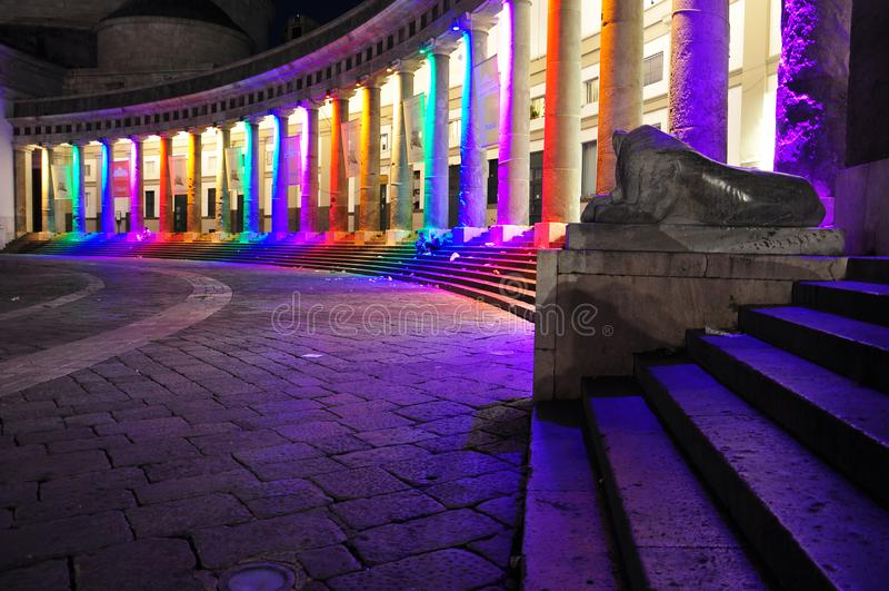 Miasto Naples, piazza Plebiscito przy nocą, homoseksualna duma fotografia royalty free