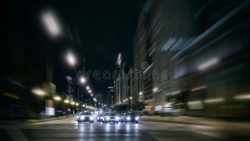 Miasto nocy ruch drogowy w drodze obrazy royalty free