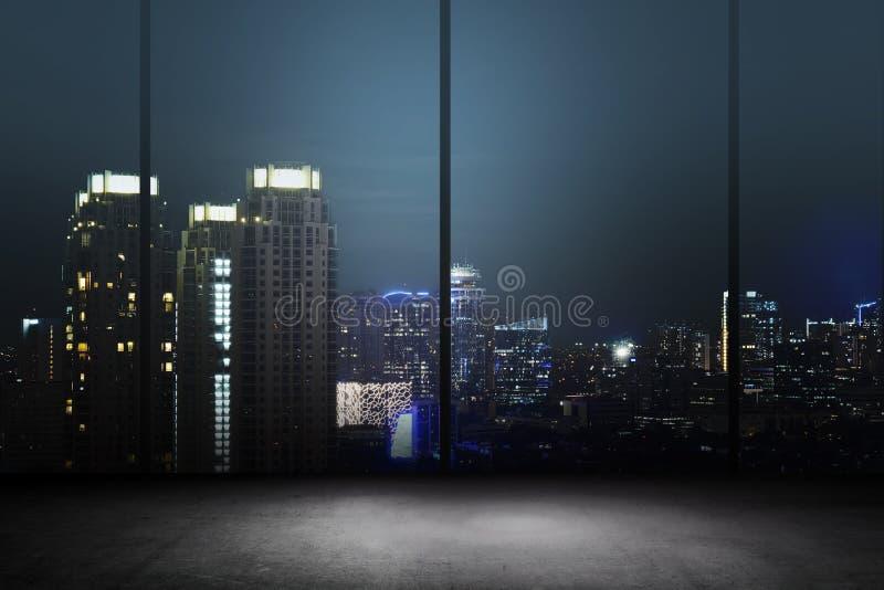 Miasto nocy tło Wśrodku budynku biurowego obrazy royalty free