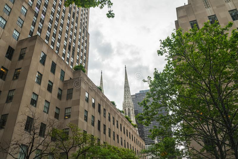 Miasto Nowy Jork Fifth Avenue St Patrick drapacz chmur i katedra obrazy stock