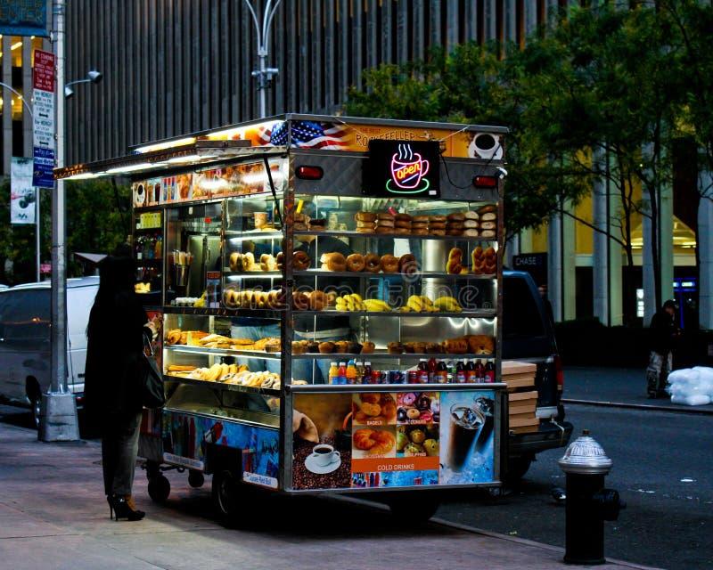 Miasto Nowy Jork Karmowa Sprzedawcy Fura fotografia royalty free