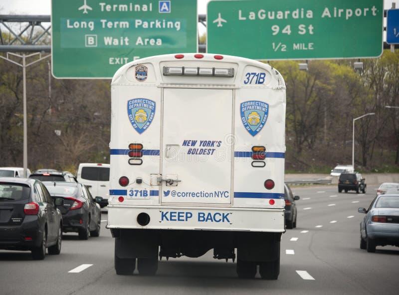 Miasto Nowy Jork korekcje autobusowe na Uroczystym Środkowym Parkway fotografia stock