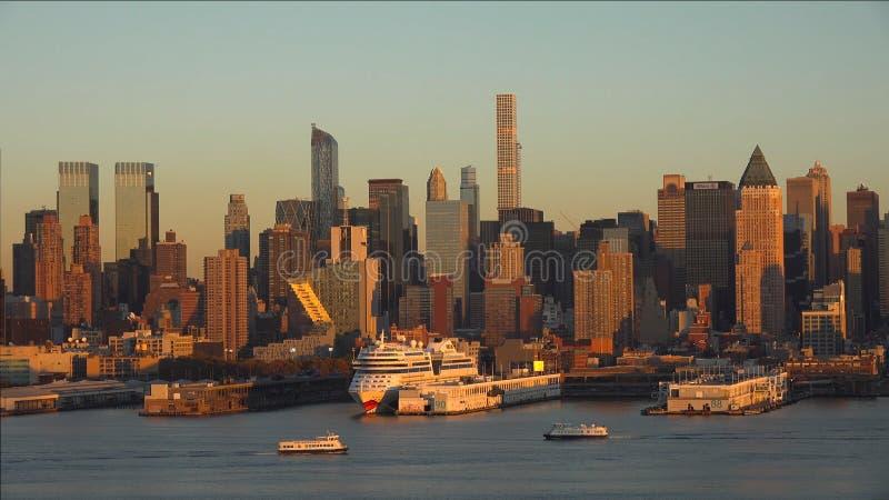 Miasto Nowy Jork panorama z Manhattan linia horyzontu nad hudsona //York miasta nowym linia horyzontu przy zmierzchem 2019 obrazy stock