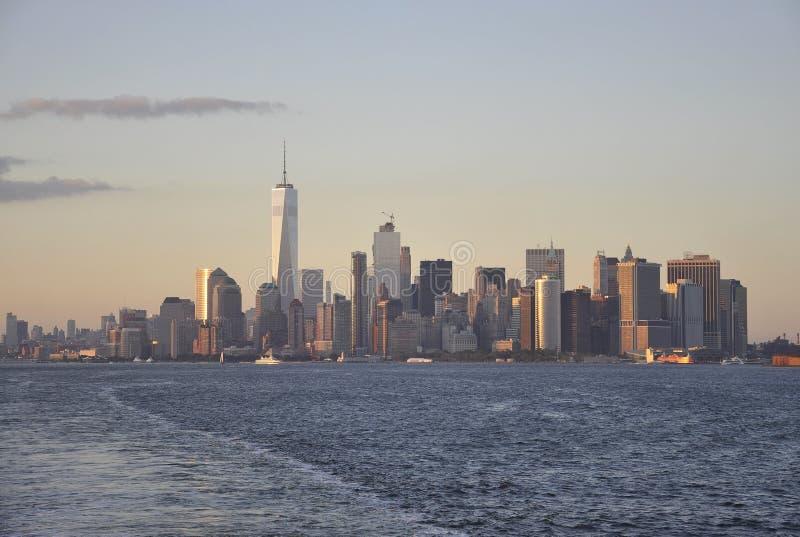Miasto Nowy Jork, Sierpień 3rd: Manhattan panorama od hudsonu przy zmierzchem w Miasto Nowy Jork zdjęcia stock