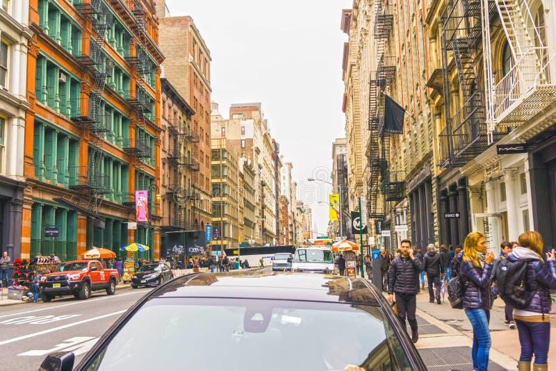 Miasto Nowy Jork, Stany Zjednoczone Ameryka, Maj - 02, 2016: Starzy budynki mieszkalni z pożarniczej ucieczki schodkami w Soho fotografia stock
