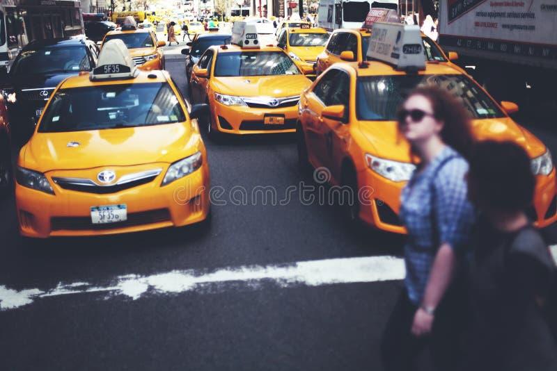 MIASTO NOWY JORK - taxi ruchu drogowego pojęcie obraz stock