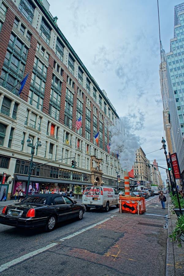 Miasto Nowy Jork uliczny życie blisko sławnego Macy Wydziałowego sklepu obrazy royalty free