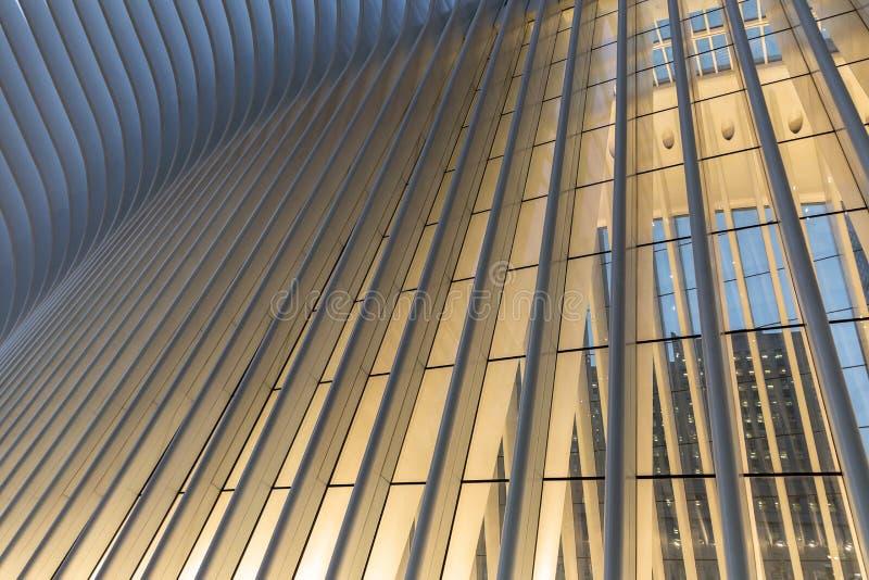 Miasto Nowy Jork, usa/- AUG 22 2018: World Trade Center transportu centrum Oculus zewnętrzny szczegół przy zmierzchem obraz royalty free