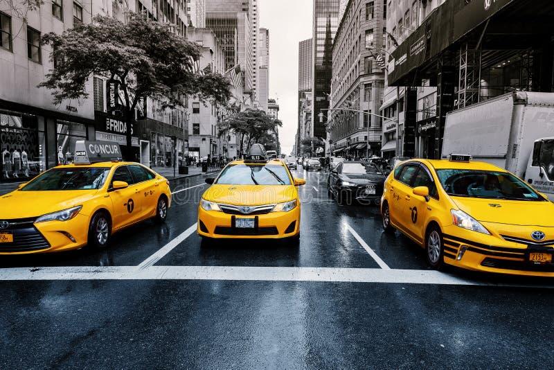 Miasto Nowy Jork usa 01 augusr 2017: Żółte taksówki na Park Avenue przed Uroczystym Środkowym Terminal, Nowy Jork obrazy stock