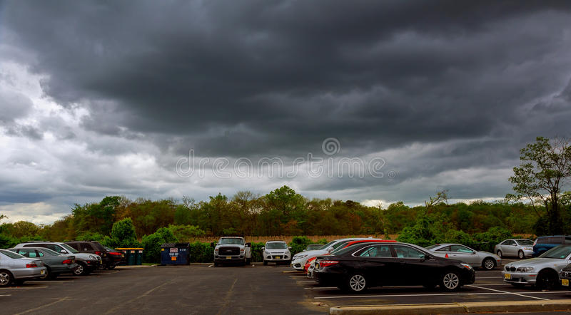 MIASTO NOWY JORK, usa - 04, 2017 nieb z thunderclouds, podeszczowe chmury zdjęcie royalty free