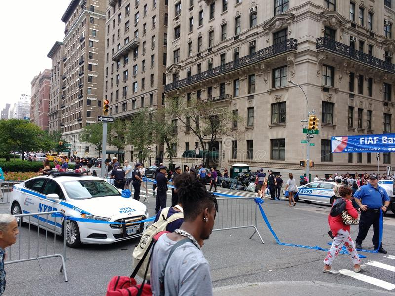 Miasto Nowy Jork Utrzymuje porządek blokadę, Bastille dzień na 60th ulicie, wysokie bezpieczeństwo, NYC, NY, usa zdjęcie royalty free