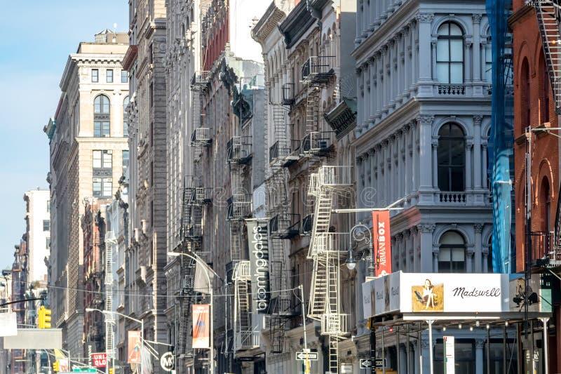 Miasto Nowy Jork, 2018: Znaki i sztandary dla biznesów obraz royalty free