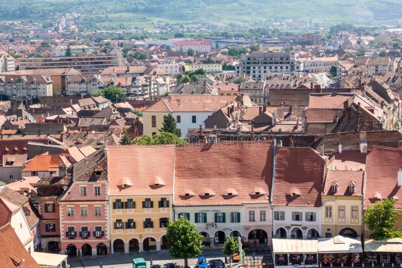 Miasto panorama z Piata łyszczykiem lub Małym kwadratem na przedpolu Sibiu, Transylvania, Rumunia zdjęcia royalty free