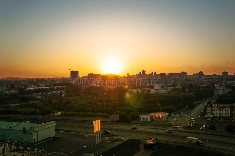Miasto podczas ciepłego zmierzchu zdjęcia royalty free