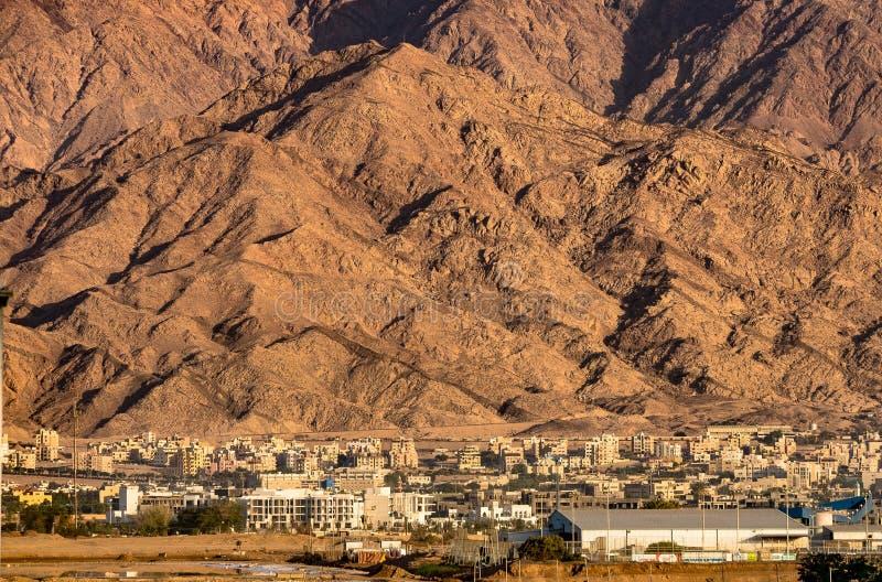 Miasto przy górami zdjęcie royalty free