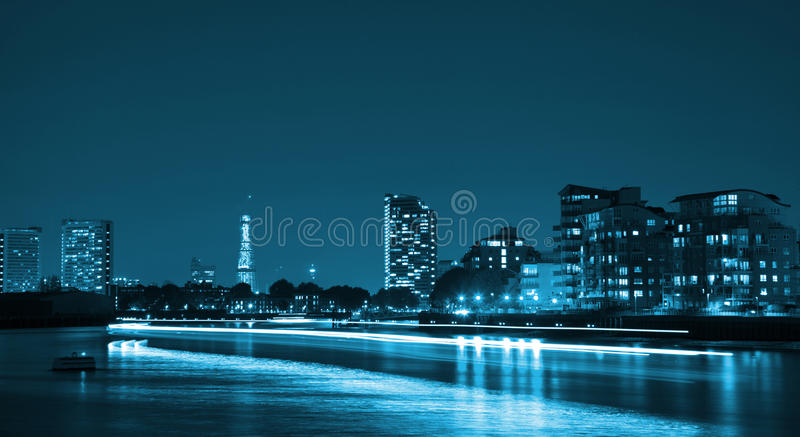 Miasto przy noc zdjęcie royalty free