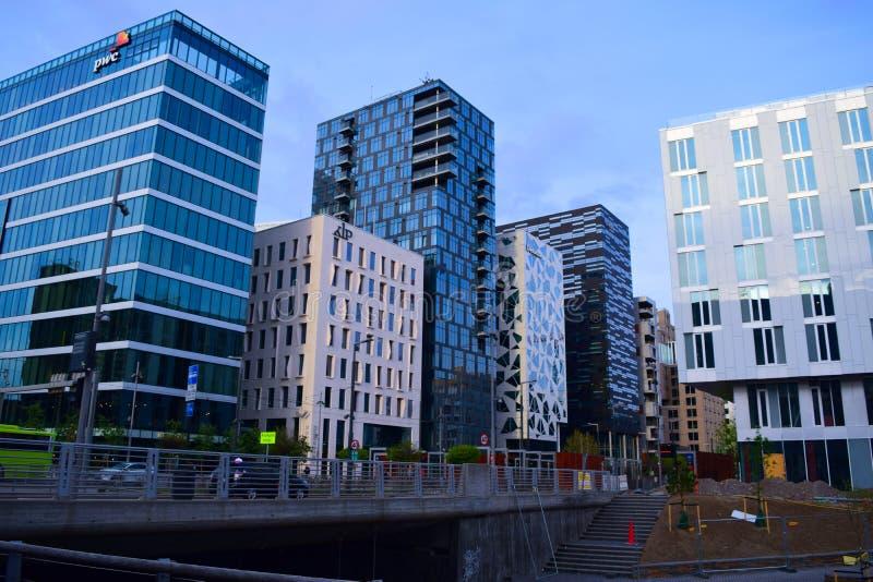Miasto przy nocy nową architekturą Oslo Norwegia zdjęcia royalty free