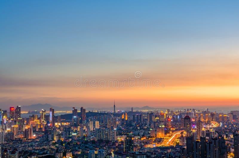 Miasto Qingdao pod nocą zdjęcie stock