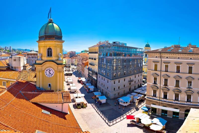 Miasto Rijeka zegarowy wierza i główny plac panorama zdjęcia royalty free