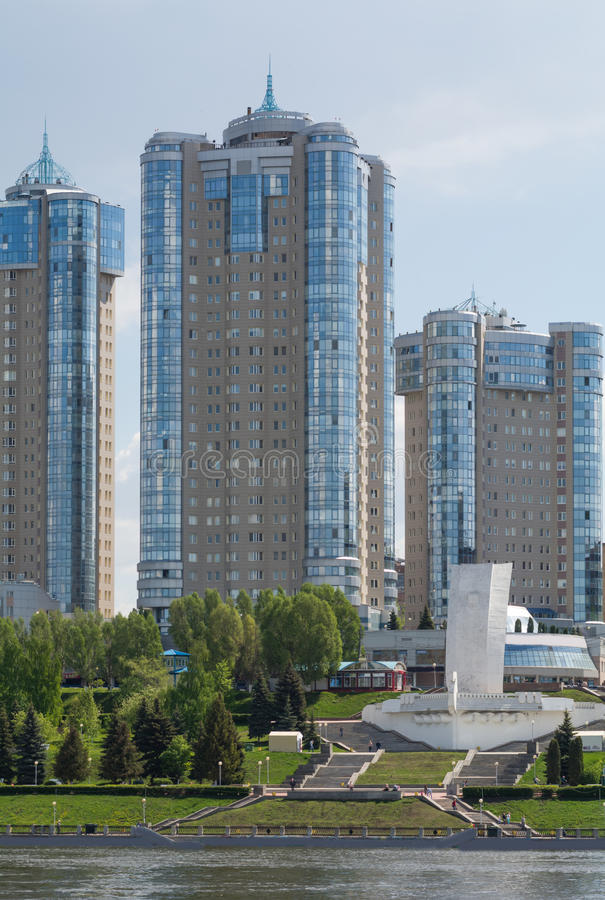 Miasto Samara z Volga rzeką zdjęcie stock