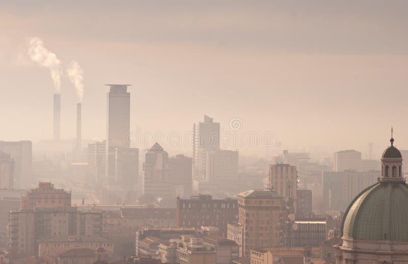 miasto smog obrazy stock