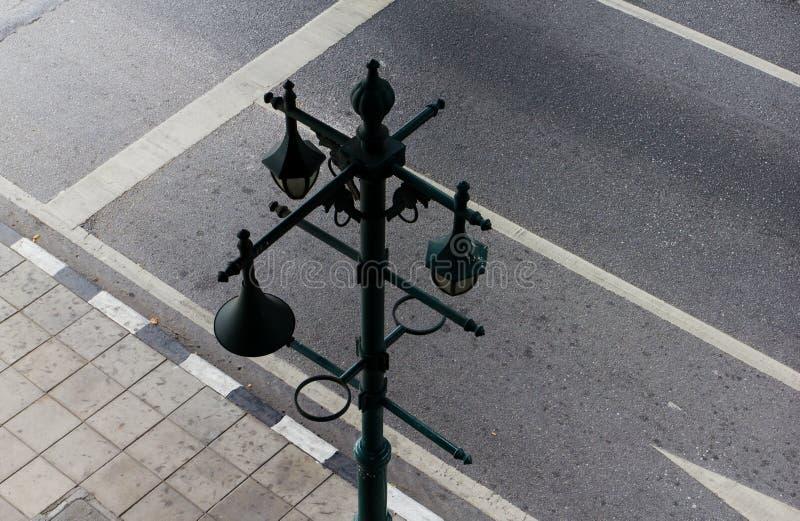 Download Miasto ulicy lampiony zdjęcie stock. Obraz złożonej z żelazo - 57662240