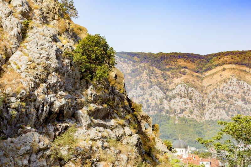 Miasto w górach zdjęcia stock