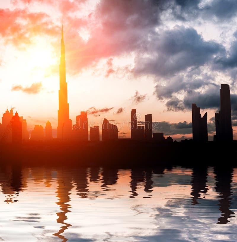 Miasto w promieniach położenia słońce obraz royalty free