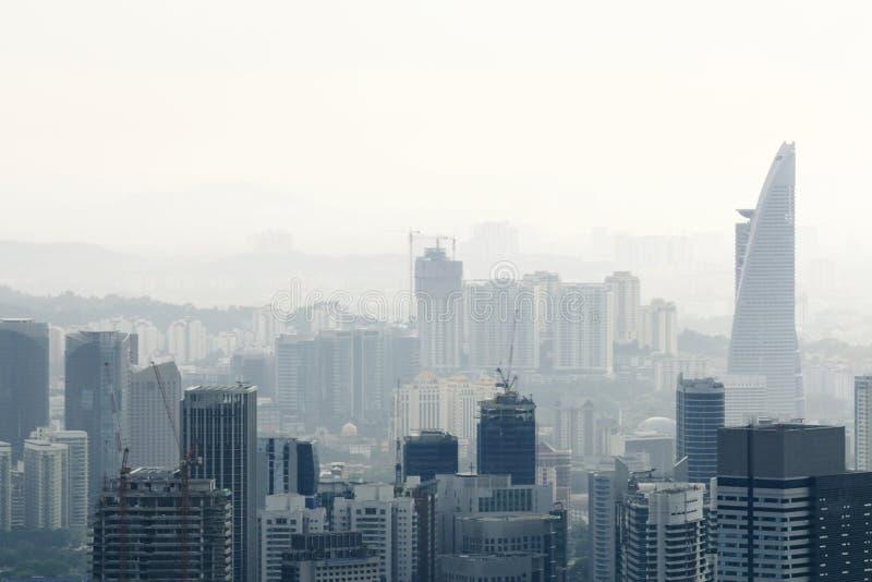 Miasto w zanieczyszczeniu powietrza fotografia royalty free