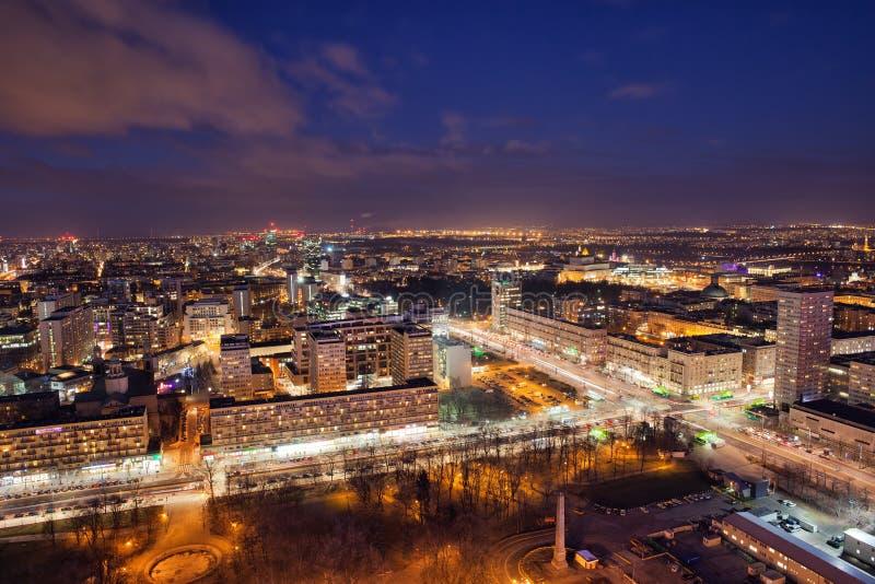 Miasto Warszawa nocą w Polska obraz royalty free