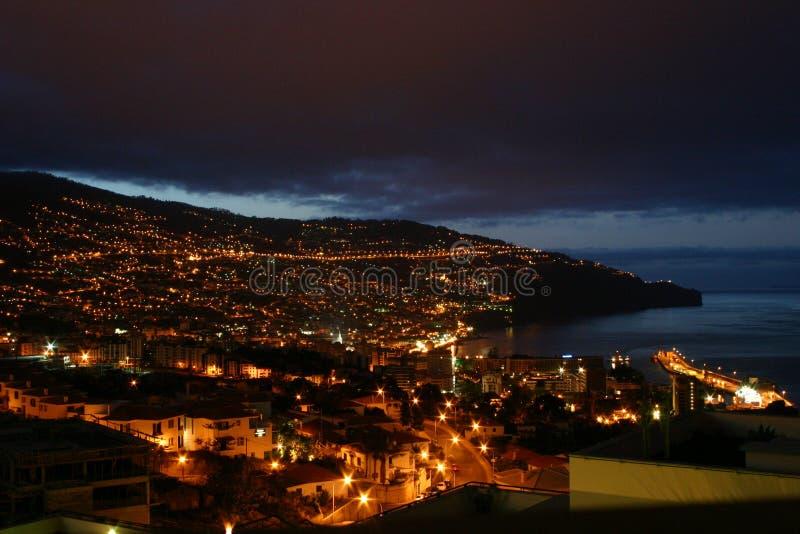Miasto widok Funchal miasteczko przy nocą fotografia stock