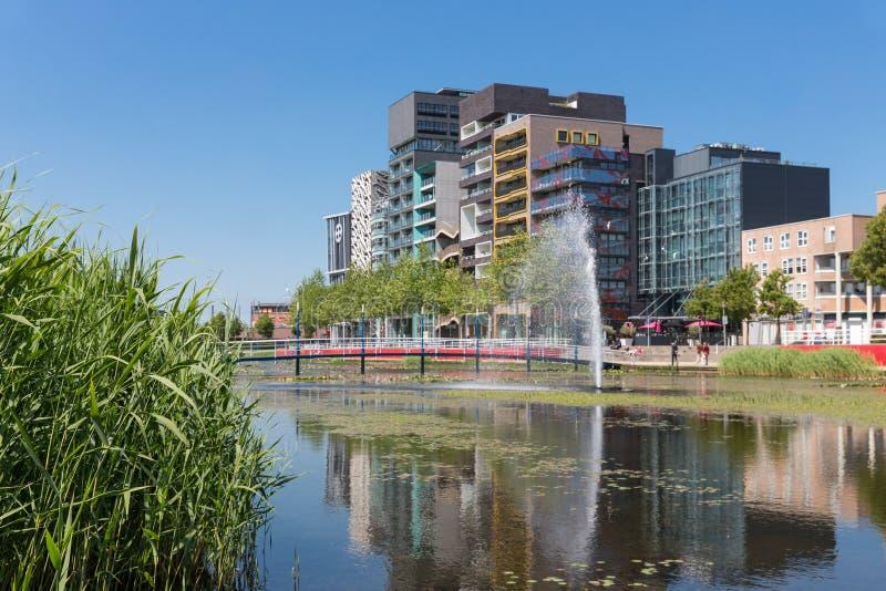 Miasto widok Lelystad z stawem i fontanną holandie zdjęcie stock