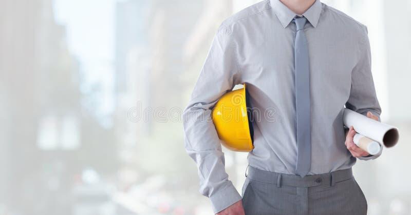 Miasto z architekta pracownika budowlanego mienia hełmem i projekty w mieście obraz royalty free