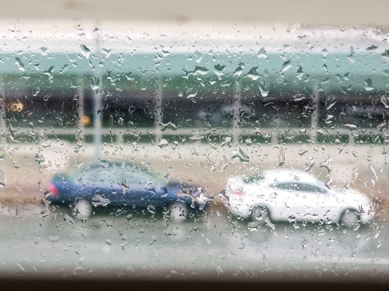 Miastowe miasto deszczu krople zdjęcia royalty free