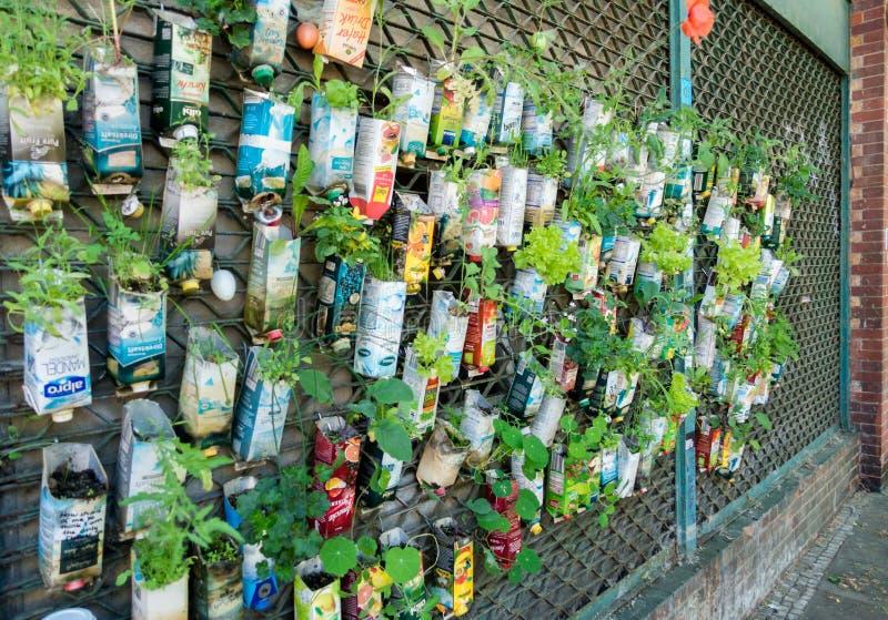 Miastowej partyzantki ogrodnictwa tło w Berlińskim mieście zdjęcie stock