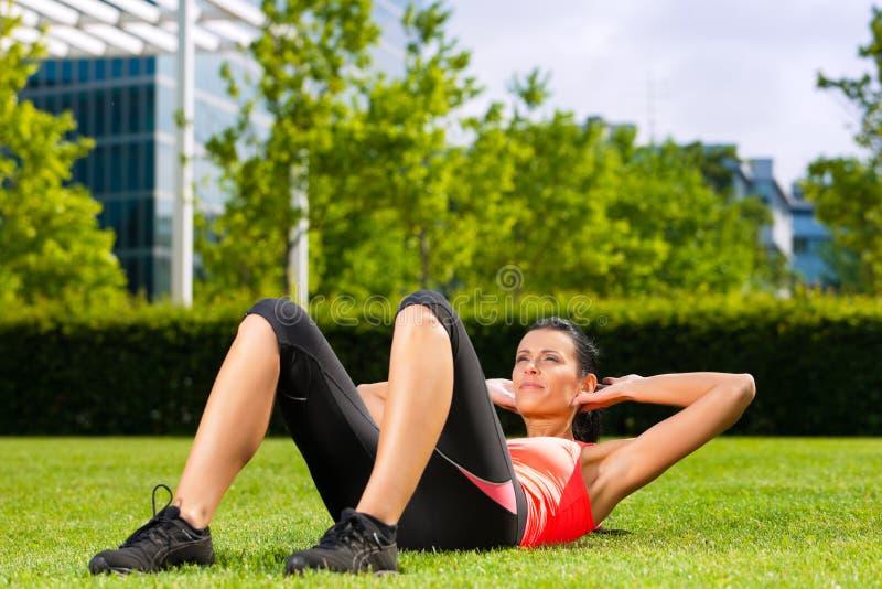 Miastowi sporty - sprawność fizyczna w mieście obraz stock