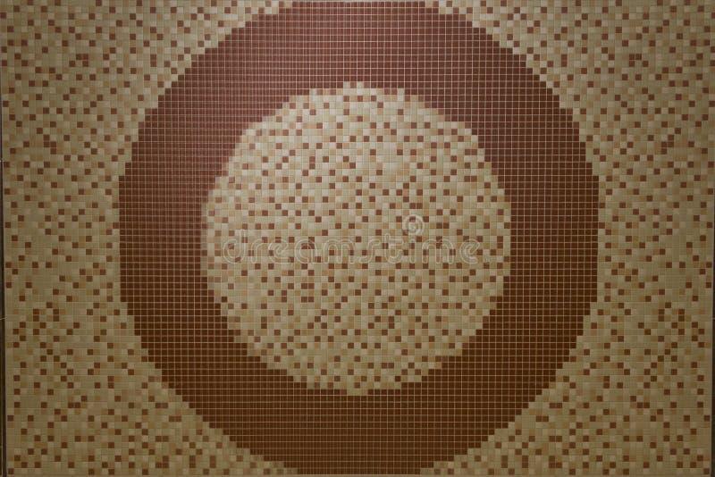 Miastowy ścienny dekoracyjny mozaika okrąg w beżu i brązie obrazy stock