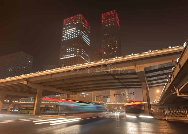 Miastowy dynamiczności Pekin śródmieście przy nighttime, Chiny obraz stock