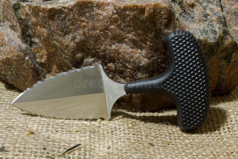 Miastowy nóż na kamieniu zdjęcia royalty free