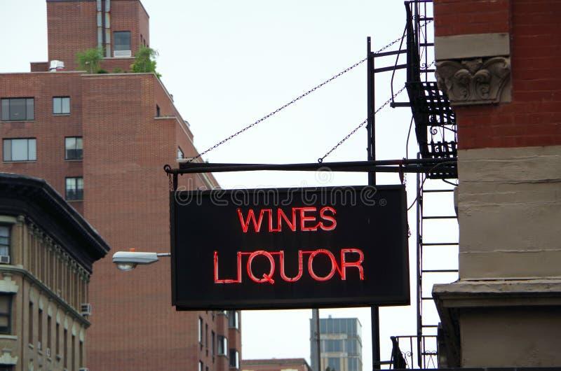 Miastowy wino sklepu znak uliczny obrazy stock