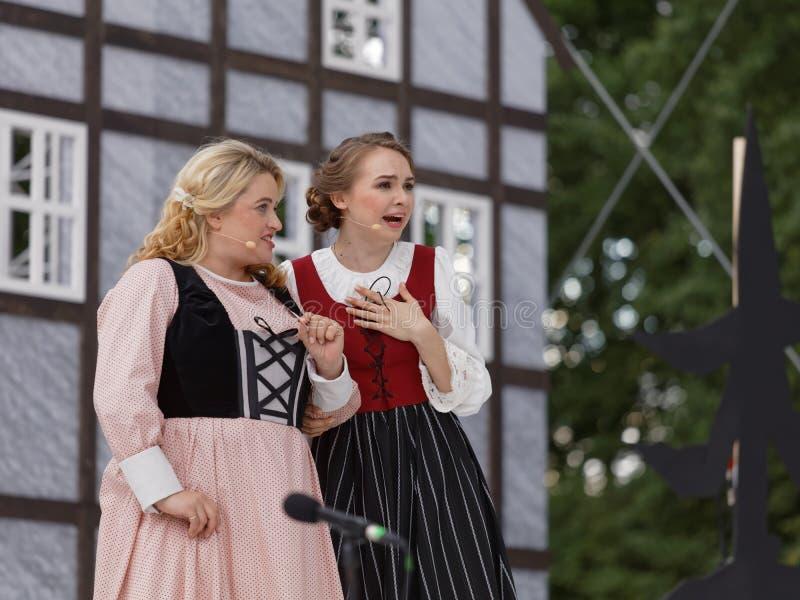 Micaela di Catalano и Ольга Cheremnykh в опере Marksman outdoors стоковая фотография