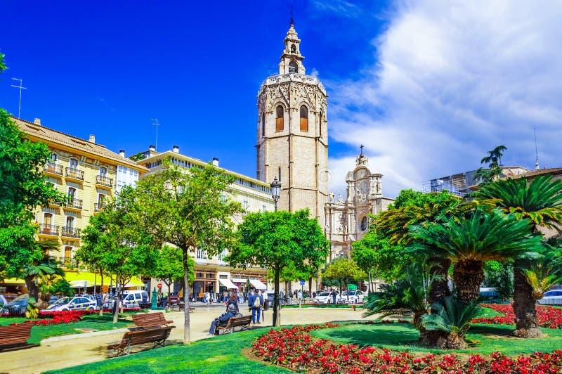 Micalet torn, Miguelete torn i Plaza de la Reina, Valencia, S royaltyfri foto