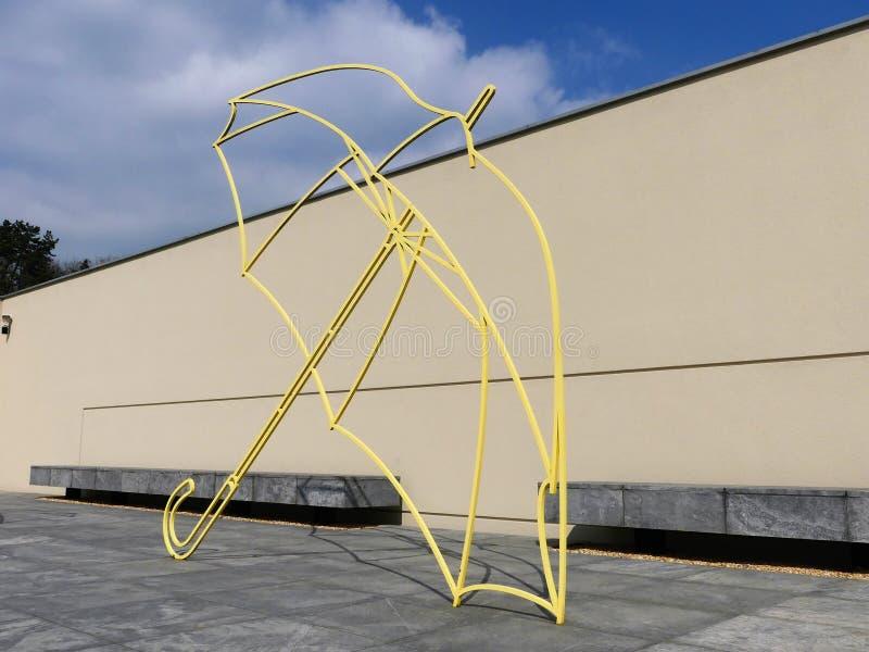 Michael Craig-Martinâ €™s kleurrijk paraplu'sbeeldhouwwerk, het Archief van de Windmolenheuvel, Waddesdon royalty-vrije stock fotografie