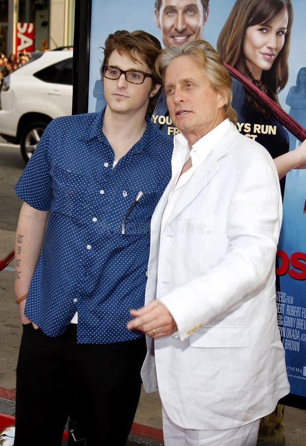 Michael Douglas e Cameron Douglas foto de stock