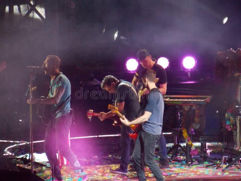 Michael J De vos sluit zich aan bij Coldplay op Stadium royalty-vrije stock foto's