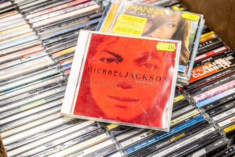 Michael Jackson-CD album Onoverwinnelijke 2001 op vertoning voor verkoop, beroemde Amerikaanse musicus en zanger, royalty-vrije stock fotografie
