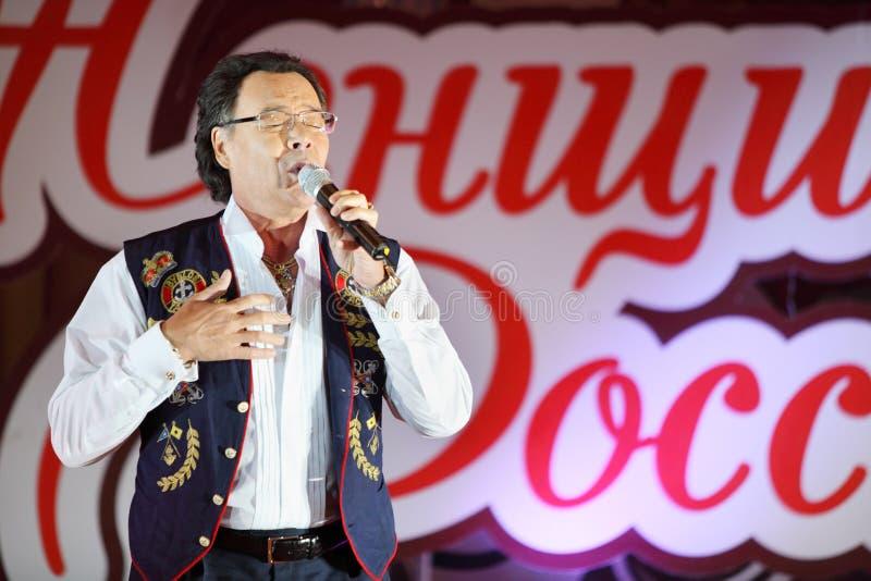Michael Muromov sings