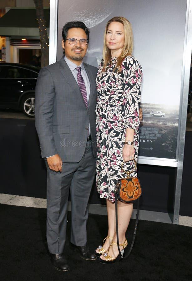 Michael Pena och Brie Shaffer royaltyfria bilder